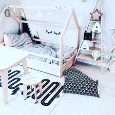 House bed & table with stool #kidsinterior #oyoylivingdesign #kidsroom #kidsdecor #kidsdesign #kinderkamer #kinderzimmer #kidsfurniture #furniture #hausbett #wood #handmade #plywood #kindermöbel #housebed #kidsbed #kinderbett #table #stool #scandinavian #scandinaviandesign