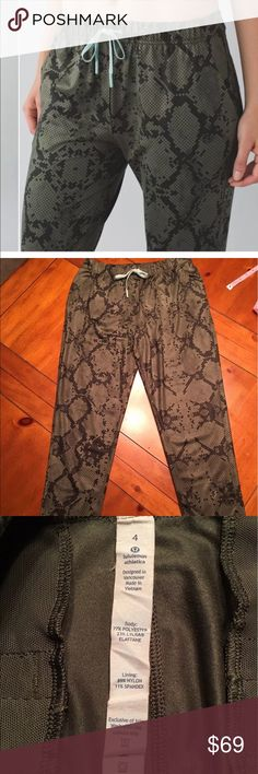Lululemon Jet Crop Slim Size 4 Lululemon Jet Crop Slim Size 4. This color is Ziggy snake fatigue. Which is a green military color. Elastic waist with a draw string. Inside hidden pocket. Only worn twice. Excellent condition, no stains or pilling. lululemon athletica Pants Track Pants & Joggers
