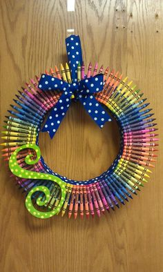 I loved making my first crayon wreath..so easy....I did a Mickey mouse themed one for the front door, for my sons 2nd birthday.....