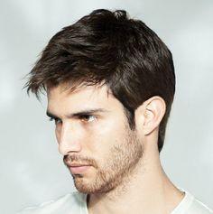 Laissez-nous vous inspirer avec notre galerie de photos de coupe courte homme moderne.Examinez nos idées et trouvez la meilleure coiffure pour vous et votr