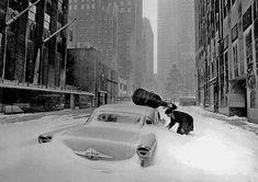 Fotó: Robert Doisneau: Neige à New York - Maurice Baquet en Robert Doisneau, French Photographers, Street Photographers, Maurice Baquet, New York City, Festival Photo, Black White, French Street, Vintage New York