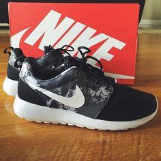 Nike Roshe Run Print Sneaker (Women) | Nordstrom