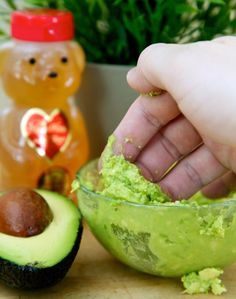 Avocado & Honey Mask to Get Rid of Acne PLUS tons of other natural home remedies for acne