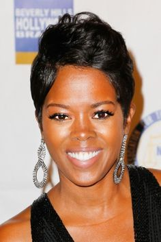 Malinda William's perfect pixie at the 22nd Annual NAACP Theatre Awards  in Los Angeles emphasizes her almond eyes and megawatt smile.