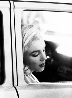 Marilyn Monroe on the set of 'The Misfits'. Photo by Eve Arnold.