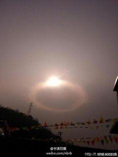 "Check out this amazing ""diamond ring"" in the Ningbo sky! 围观!宁波出现幻日奇观 天空如悬挂钻戒(图) - wenxuecity.com"