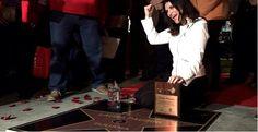 """L'artista italiana più seguita e amata nel mondo, Laura Pausini, riceve due doni speciali da Tijuana in occasione del suo """"The Greatest Hits World Tour""""."""