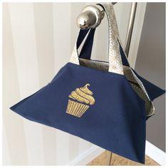 fr_sac_a_tarte_reversible_bleu_marine_et_cupcake_dore_a_paillettes_