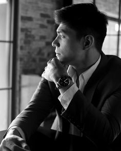 The #HuaweiWatch's timeless design stands out even in this black and white portrait.  #WearHuawei #StyleMeetsTech #HuaweiWatch #MakeitPossible #LiveHuawei  (Source: @purveyr)