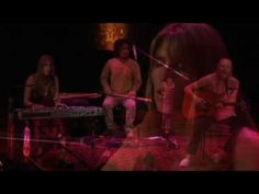 Beautiful music from Deva Premal & Miten with special guest Manose. They sing: Calma e Tranquilidade.
