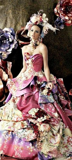 A scrapbook threw up on her dress Stella de Libero wedding dresses Mode Costume, Fairytale Dress, Fantasy Dress, Prom Dresses, Formal Dresses, Mode Inspiration, Beautiful Gowns, Pretty Dresses, Crazy Dresses