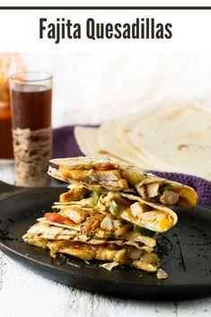 These cheesy fajita quesadillas can be loaded with chicken or steak. #mexican #fajita #quesadillas Carnitas, Barbacoa, Fajita Quesadilla, Quesadillas, Carne Asada, Tamales, Brisket, Churros, Delicious Dinner Recipes