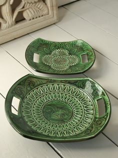 Handmade pottery platters from Looker & Bell. These would be awesome snack plates. Hand Built Pottery, Slab Pottery, Ceramic Pottery, Pottery Art, Thrown Pottery, Handmade Home, Handmade Pottery, Oyin Handmade, Handmade Rugs