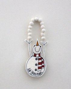 Mr Snowman is Juggling Snowballs - Hanging Decoration Christmas Fair Ideas, Easy Christmas Ornaments, Felt Christmas Decorations, Christmas Makes, Christmas Inspiration, Christmas Projects, Christmas Holidays, Christmas Sewing, Snowman