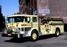 Boston, MA FD Engine 18 1970 Hahn 1250/500 Pumper.