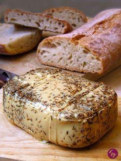 6 recetas de queso vegano que cambiarán tu vida. - EligeVeg.com Delicious Vegan Recipes, Raw Food Recipes, Veggie Recipes, Vegetarian Recipes, Fromage Vegan, Salty Foods, Gouda, Vegan Butter, Vegan Cheese