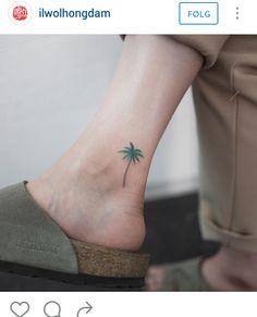 Ankle tattoo - Palm tree tattoo - Colortattoo #tattoo #kilroy #travel