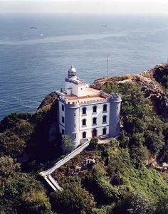 Hay faros q parecen castillos como el faro d la Plata en San Sebastián con almenas y torres cual fortaleza ¿Te gusta?
