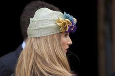 Originales sombreros. #estilistasCiudadReal #CiudadReal #tendencia2015 Turbans, Wedding Guest Style, Fascinator Hats, Headdress, Flower Crown, Hairstyle, Headpieces, My Style, Events