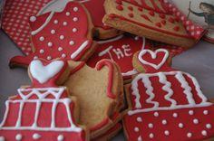 Biscuits Sablés Décorés pour le Thé ! http://www.rose-home.com/biscuits-sables-decores-pour-le-the-et-glacage-royal/