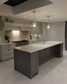 Intellectual kitchen design tips Hear her story Home Decor Kitchen, Kitchen Dining Living, Kitchen Dinning Room, Kitchen Orangery, Kitchen Plans, Home Kitchens, Kitchen Layout, Kitchen Renovation, Kitchen Design