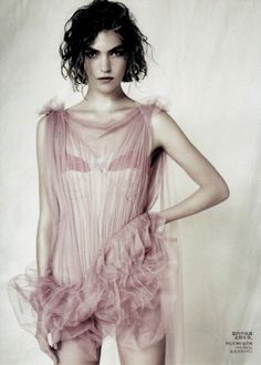 Arizona Muse by Paolo Roversi for Vogue China (April 2011)♥.•:*´¨`*:•♥