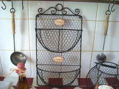 """Panier double réalisé en fil de fer grillagé aspect vieilli avec deux plaque indiquant """"Cuisine"""" , deco campagne rétro"""