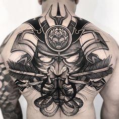 Tatuagem criada por Frank Carrilho do Rio de Janeiro, atualmente fazendo guest em vários paises do mundo. Samurai em blackwork nas costas.
