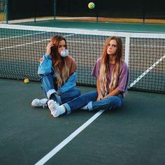 Photos I love - tennis court photoshoot Best Friend Photography, Tumblr Photography, Tennis Photography, Tumblr Bff, Tumblr Girls, Best Friend Photos, Best Friend Goals, Friend Pics, Best Friend Pictures Tumblr