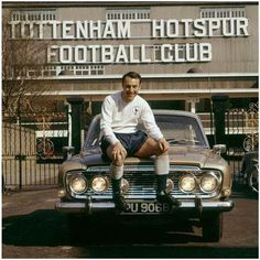 Jimmy Greaves outdoors well-known White Hart Lane London Football, Retro Football, Football Is Life, Football Team, School Football, Jimmy Greaves, Tottenham Hotspur Players, Image Foot, Spurs Fans