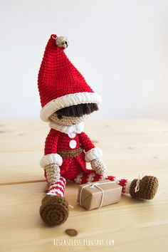 Amigurumi christmas elf - design by airali in Simply Crochet n.25