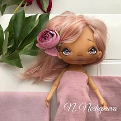 """Когда я начинала шить серию кукол с цветами на платьях, то купила краску для волос розового цвета, цена в районе 350₽. По моему фирма Лореаль, обычная, в коробке. Прилетела домой и сразу же начала красить шерсть для кукольных волос. Получила """"чудесный"""" серобуромалиновый цвет, который в итоге перекрашивала в каштановый. А эта краска АртКолор за 35₽ , ну и что, что заявлена как """"Бежевый блонд"""" , цвет то именно тот, который я и хотела тогда. Покраска волос - сплошной сюрприз! Чу..."""