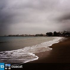 Dia gris, però perfecte per fer fotos a la platja! #VisitRoses #inCostaBrava #platja #mar