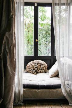 cosy reading nook (via Gabriella Cortese et Nicolà | The...