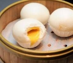A list of the best Custard Buns (Liu Sha Bao) in Singapore among the dim sum restaurants. Where to go for the best molten salted egg yolk bun? Liu Sha Bao, Custard Buns, Salted Egg Yolk, Dim Sum, Cravings, Healthy Recipes, Healthy Foods, Health Fitness, Eggs