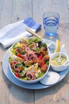 Heb jij weer eens zin om mosselen te eten? Maak vanavond een salade van gepaneerde mosselen, lekker fris met partjes citroen.  http://www.vriendin.nl/koken/recepten/6415/salade-met-gepaneerde-mosselen