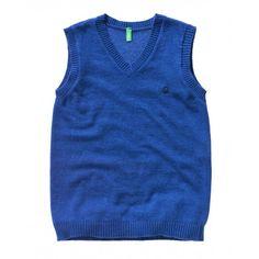 Gilet con scollo a V in misto lana, lavorazione a maglia rasata. Collo, giromaniche e fondo a costine. Logo Benetton ricamato lato cuore in contrasto colore.