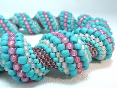 Très belles couelurs !   Delicate Dawn Cellini Spiral Beadwoven Bangle par littlestonedesign. via Etsy.