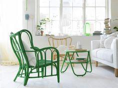 Ikea-nytt! Vattenhyacint, rotting och bananblad är några av materialen i Ikeas nya kollektion Nipprig. Här rottingmöbler. Grönbetsad fåtölj 399 kronor. Rottingbord, 299 kronor. Fåtölj i klarlackad rotting, 399 kronor. Allt i design av Nike Karlsson.