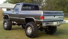 85 Chevy K10 Lifted   How many of yall have lifted classic's? -wish I still had mine!