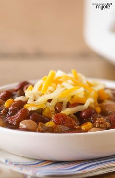 This simple slow simmering hearty beef chili is a must try. Serve topped with shredded cheese right before serving and enjoy! Multi Cooker Recipes, Slow Cooker Recipes, Crockpot Recipes, Cooking Recipes, What's Cooking, Yummy Recipes, Yummy Food, Beef Chili Recipe, Chili Recipes