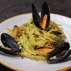 """This is """"Spaghetti al pesto di pistacchi e cozze"""" by Al.ta Cucina on Vimeo, the home for high quality videos and the people who love them. Risotto Recipes, Pasta Recipes, Salad Recipes, Cooking Recipes, Spaghetti Al Pesto, Pasta Al Pesto, Dorm Food, Vegetarian Recipes, Healthy Recipes"""