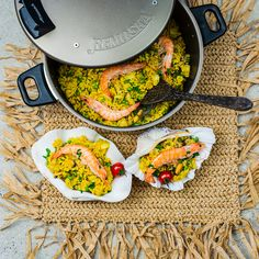 Not sure what to cook for a dinner? Spanish paella with prawns from Remoska® is always good idea. Very Low Calorie Foods, Low Calorie Recipes, Spanish Paella, Prawn, What To Cook, Fried Rice, Canning, Dinner, Eat