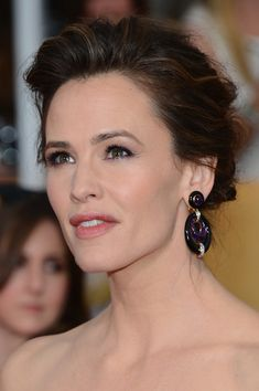 Actress Jennifer Garner attends the 20th Annual Screen Actors Guild Awards at The Shrine Auditorium on January 18, 2014 in Los Angeles, Cali...