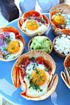 Chorizo Egg Cups ~ Flour tortillas in muffin tins with beans, chorizo, tomatoes w/ green chilies, and a egg, baked topped with goodies. Egg Tortilla, Breakfast Cups, Breakfast Ideas, Avocado Egg Bake, Chorizo And Eggs, No Bean Chili, Egg Cups, Flour Tortillas, Baked Eggs