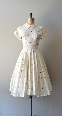 vintage dress Source by Dresses Mode Outfits, Dress Outfits, Casual Dresses, Fashion Outfits, 1940s Fashion Dresses, Fashion Tips, Fashion Trends, Vintage Outfits, Vintage 1950s Dresses