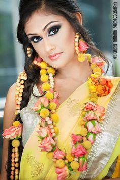 tAnirika by Suhaag Garden – Indian Floral Jewelry - Modern Bridal Looks, Bridal Style, Wedding Trends, Wedding Styles, Wedding Ideas, Mehndi Dress, Mehendi, Indian Bridal Fashion, Handmade Hair Accessories