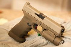 Stippling, Mag-well, colors...  A nicely done Glock.