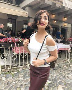 Yami Gautam Hot and sexy Indian Bollywood actress deshi models very cute beautiful seducing tempting photos and wallpapers with bikini backl. Bollywood Oops, Indian Bollywood Actress, Beautiful Bollywood Actress, Beautiful Indian Actress, Beautiful Actresses, Bollywood Girls, Bollywood Stars, Beautiful Women, Hot Actresses