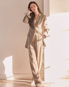 Suit Fashion, Girl Fashion, Fashion Outfits, Fashion Design, Suits For Women, Clothes For Women, Beige Outfit, Korean Actresses, Korean Celebrities
